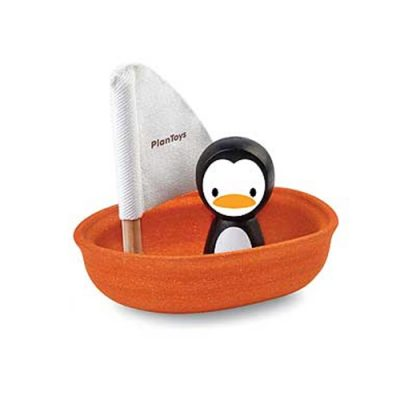 Popcornkids.Plan-toys-boot-pinguin