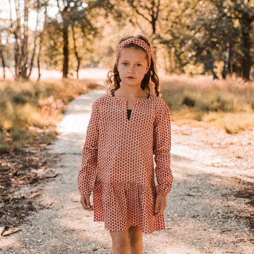 Your-Wishes-Dress-tuniek-Broderie-terra-sfeerfoto1-Popcorn-Kids
